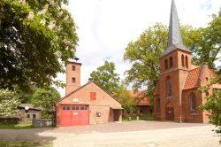 wer hat den höchsten Turm, die Feuerwehr oder die Kirche, in Simander