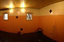 großer Duschraum